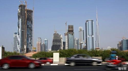 Dubai ra mắt biển xe thông minh, tự động báo cảnh sát, trừ tiền khi phạm luật - 2
