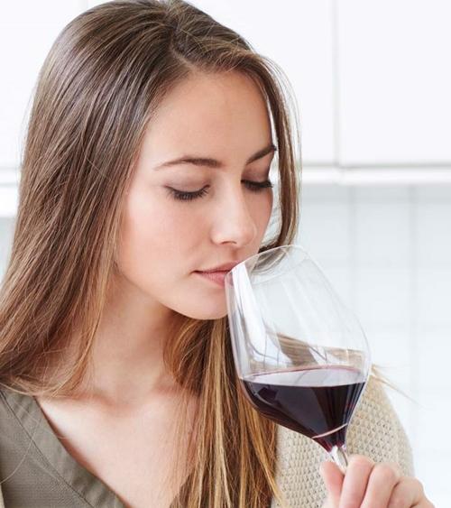 Vang đỏ là thần dược làm đẹp nhưng uống sao cho đúng? - hình ảnh 1