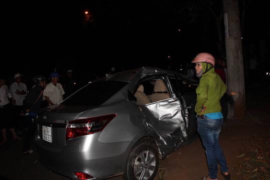 Xe con lấn làn tông xe máy, 3 người trong gia đình thương vong - hình ảnh 3