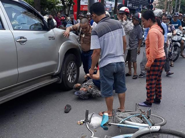 Tài xế lùi xe làm chết ngườikhai đi đường ngược chiều để... chặn xe vợ