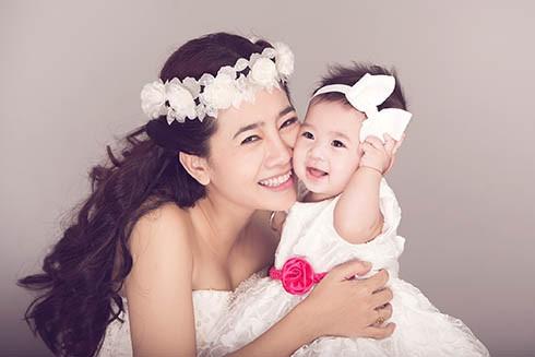 Góc khuất đẫm nước mắt của những bà mẹ đơn thân trong showbiz Việt - 1