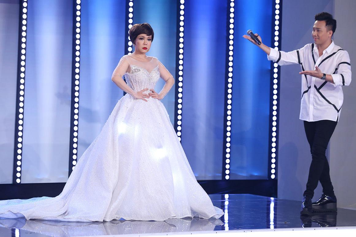 Chàng trai đập đá vào đầu khi tỏ tình với Hoa hậu Phạm Hương - 1