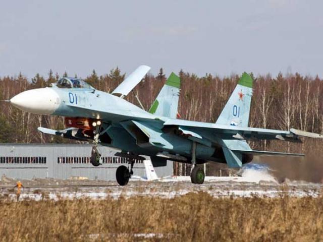 """Tiêm kích """"hổ mang chúa"""" Su-27 Nga khiến NATO lo sợ nhất"""