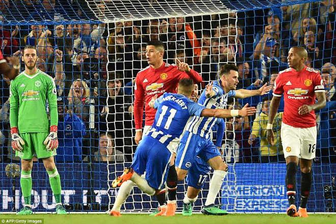 """MU 3 lần thua sốc: Huyền thoại đòi đuổi,  Mourinho nghi bị """"đâm sau lưng"""" - 1"""