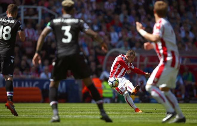 Stoke - Crystal Palace: Siêu phẩm mở màn, thua ngược bi kịch - 1
