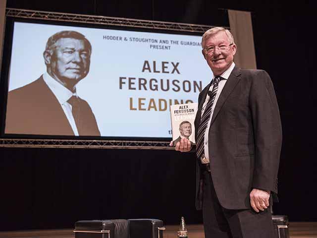 Sir Alex Ferguson thời nghỉ hưu: Vĩ đại không kém khi dẫn dắt MU