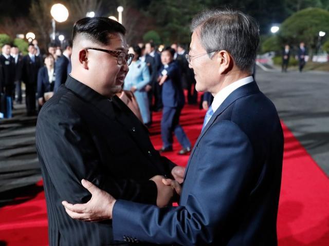 Tiết lộ thứ Tổng thống Hàn Quốc bí mật đưa cho Kim Jong-un