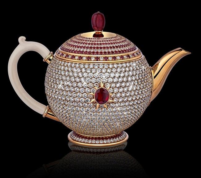 Sốc: Ấm trà đính kim cương, hồng ngọc giá lên tới hơn 66 tỷ đồng - 1
