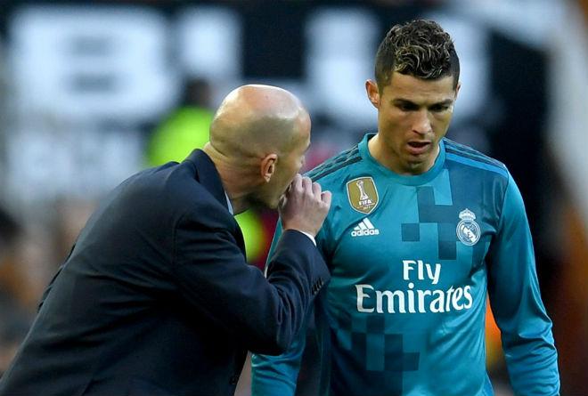 """Real mạnh tay với Ronaldo: Thua Liverpool cúp C1, """"bố già"""" đuổi ra đường - 1"""