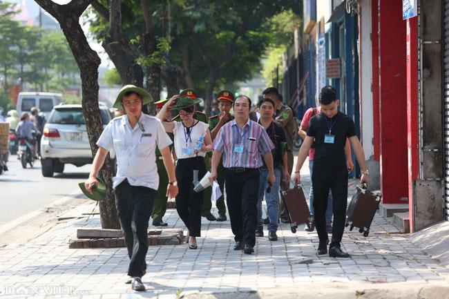 """Ảnh: Cưỡng chế cả loạt nhà hàng """"xẻ thịt"""" đất vàng Nguyễn Khánh Toàn - 1"""