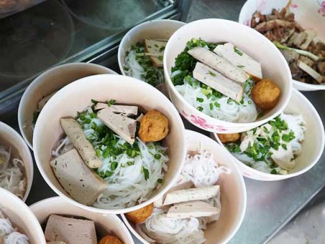 Những quán bún nổi đình nổi đám, đến muộn là hết ở Sài Gòn
