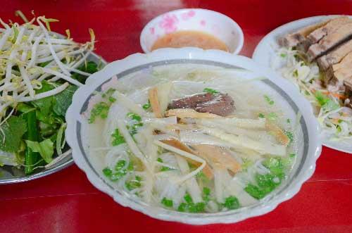 Những quán bún nổi đình nổi đám, đến muộn là hết ở Sài Gòn - 1