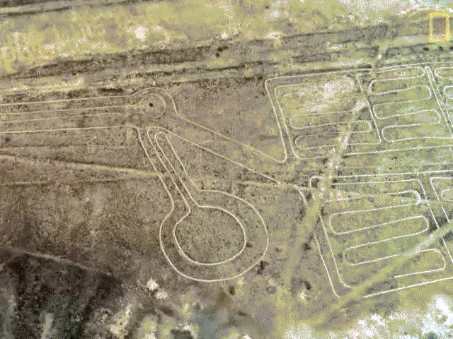 Phát hiện hàng loạt hình vẽ khổng lồ bí ẩn trên sa mạc Peru
