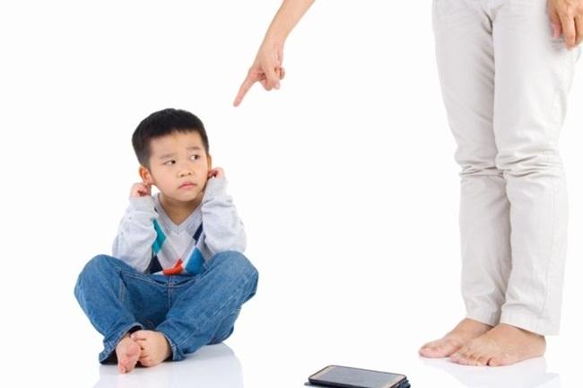 Có những hành động  này, cha mẹ đã quá nghiêm khắc khiến con bị tổn thương - 1