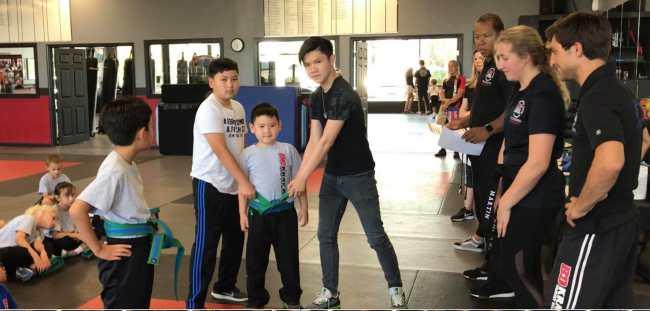 Bằng Kiều và vợ cũ Trizzie Phương Trinh cùng đi cổ vũ con trai út thi võ - 1