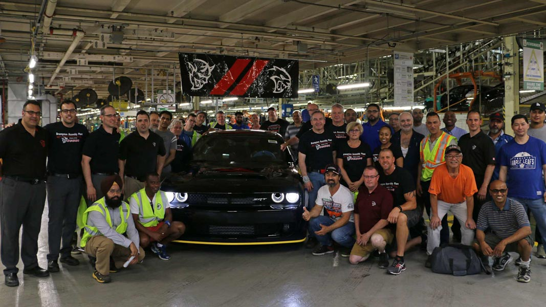 Chiếc Dodge Challenger SRT Demon 2018 cuối cùng đã rời khỏi dây chuyền sản xuất - 2