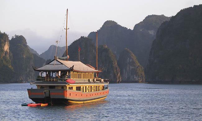 Hạ Long dẫn đầu top những vùng vịnh đẹp nhất thế giới - 1