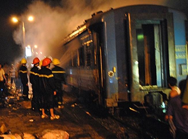 Tin mới vụ cháy toa tàu, hàng trăm hành khách hốt hoảng di tản - 1