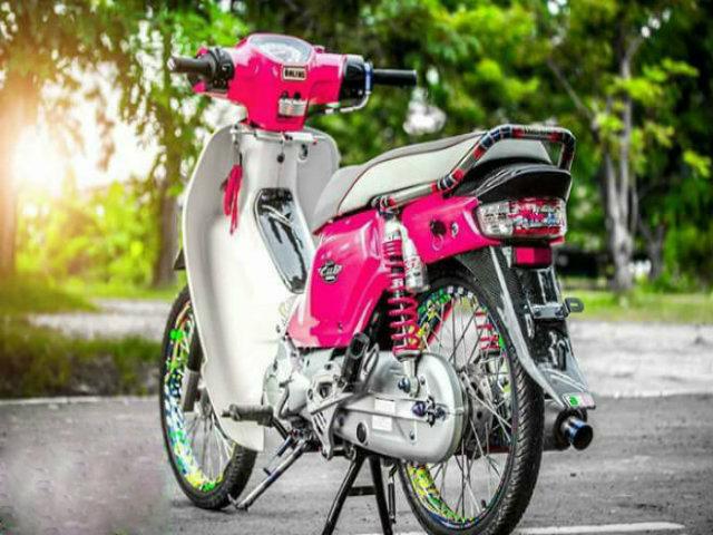 Huyền thoại Honda Dream độ loạt đồ chơi, màu hồng tươi