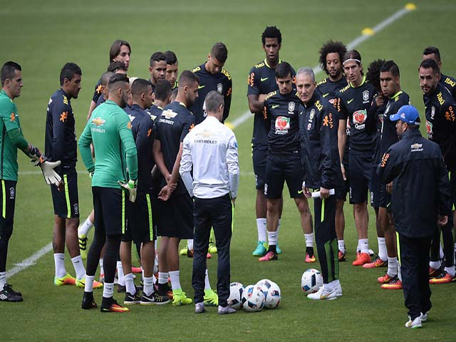 """Brazil lộ đội hình: """"Ông trùm"""" Neymar nổi điên, truy tìm """"gián điệp nằm vùng"""""""