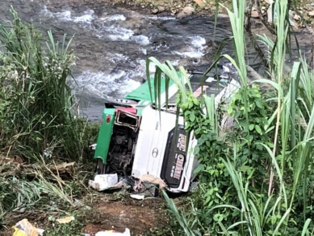 Xe khách lao vực đèo Lò Xo, 3 người chết, 19 người bị thương
