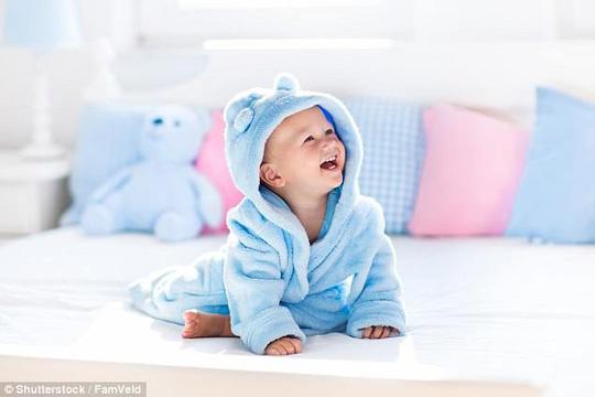 Vì sao các em bé thích chào đời lúc nửa đêm về sáng? - 1