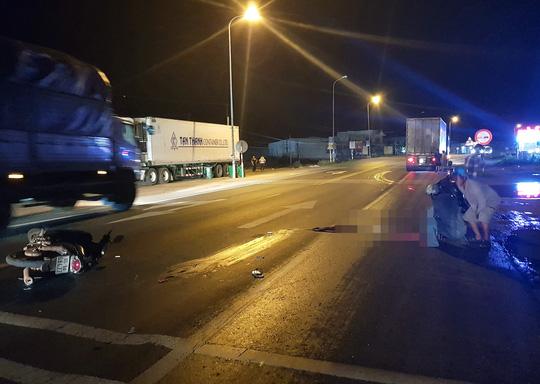 Đi xem bóng đá về bị xe container tông tử vong trên quốc lộ - 1