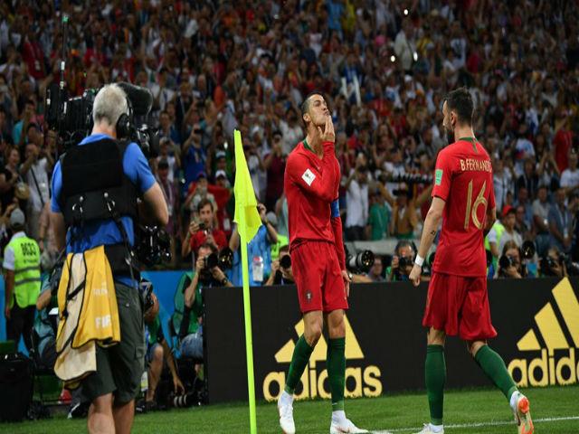 """Ronaldo """"hóa thánh"""" cứu Bồ Đào Nha: Oai phong lẫm liệt, lu mờ """"Quái thú"""" Costa"""