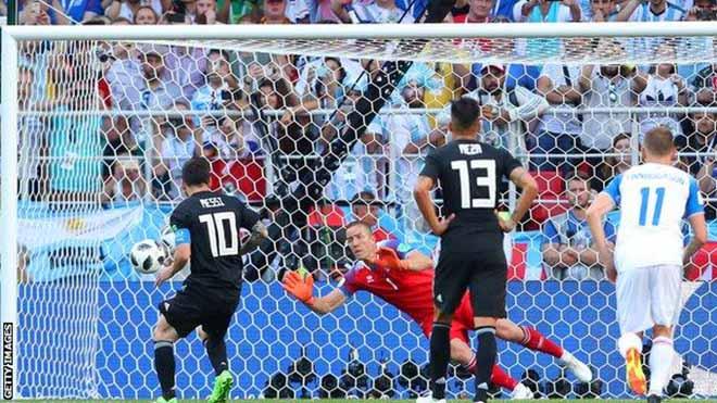 """Messi đau đớn vì trượt 11m, đổ lỗi Iceland """"không muốn đá bóng"""" - 1"""