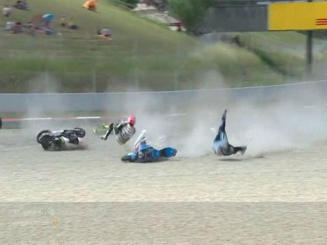 """Va chạm đua xe kinh hoàng: 3 tay đua thoát """"lưỡi hái tử thần"""""""