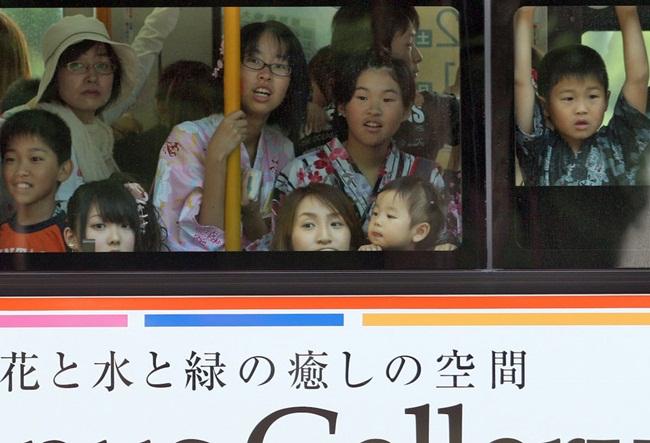 """Cách dạy con """"lạ đời"""" của cha mẹ các nước, ai nghe cũng phải bất ngờ - 1"""