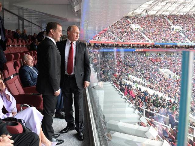 """Cách ông Putin """"ghi bàn"""" trong World Cup 2018"""