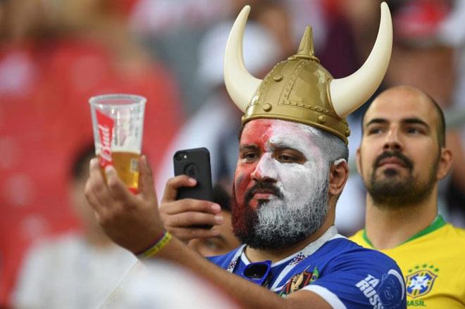 Moscow khổ sở vì...hết bia phục vụ cổ động viên World Cup - 1