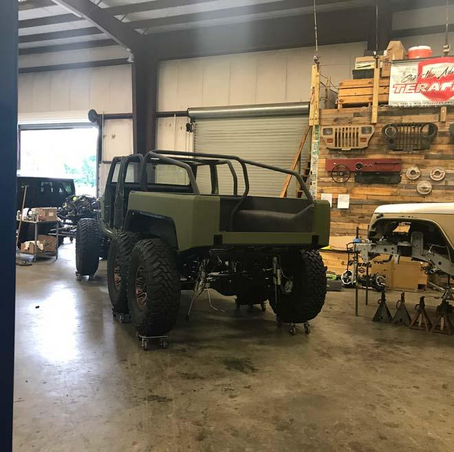 """SUV Jeep Wrangler """"biến hình"""" với bản độ 6 bánh - 6"""