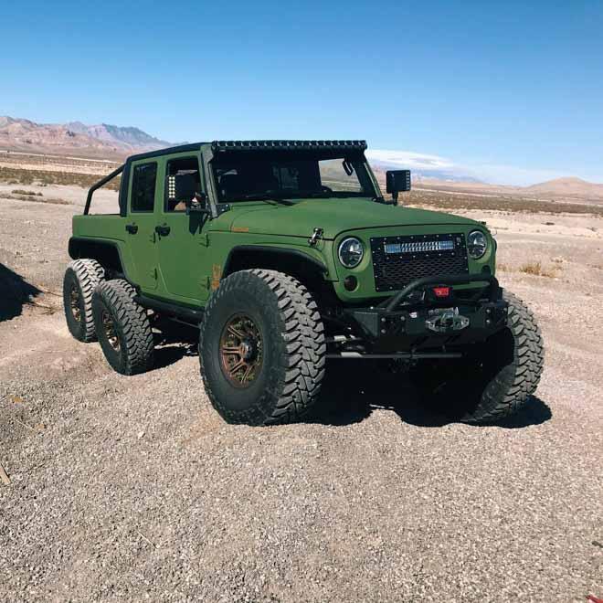 """SUV Jeep Wrangler """"biến hình"""" với bản độ 6 bánh - 1"""
