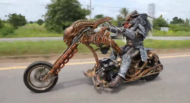 """SỐC: """"Quái vật ăn thịt"""" chạy môtô săn mồi tại Thái Lan - 1"""