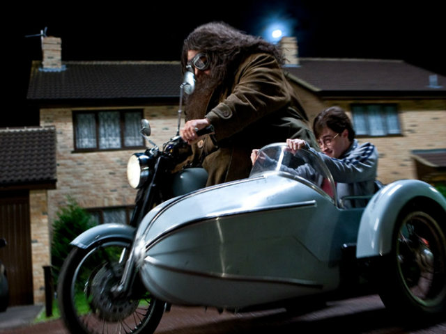 Cận cảnh xế nổ của Giáo sư Phù thủy và Harry Potter
