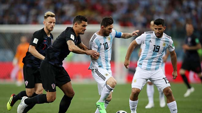 """Argentina thua chấn động: Messi bị """"nhiễm độc"""", """"tàng hình"""" 90 phút sút 1 lần! - 1"""