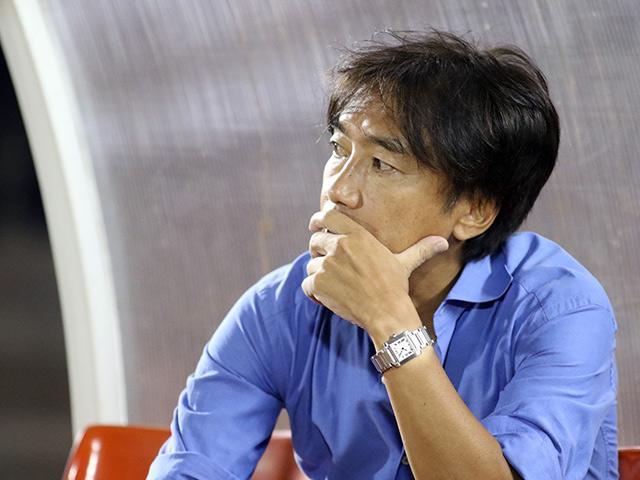 """Thua """"chung kết ngược"""" V-League, HLV Miura có từ chức?"""
