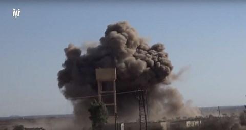 """Video: Phớt lờ Mỹ, máy bay Nga – Syria hiệp lực """"cày nát"""" cứ điểm phiến quân ở Daraa - 1"""