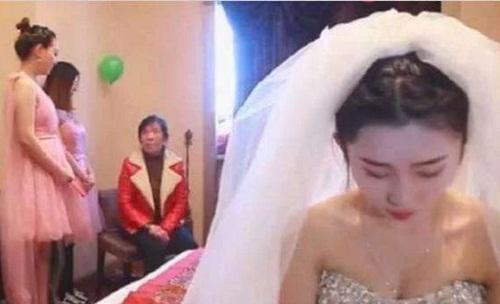 Phù dâu xinh đẹp cướp chú rể ngay trong đám cưới - 1