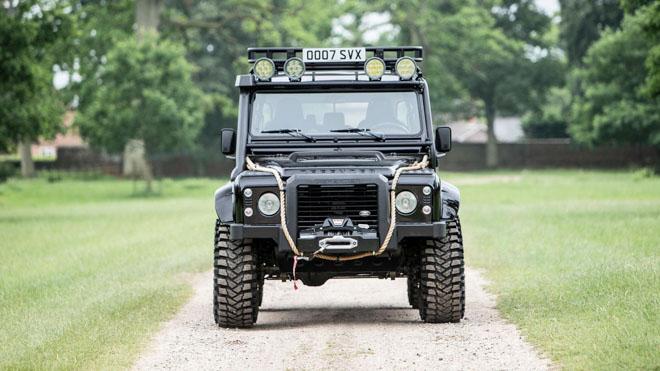 """Land Rover Defender trong phim """"Điệp Viên 007"""" sẽ được bán đấu giá - 2"""
