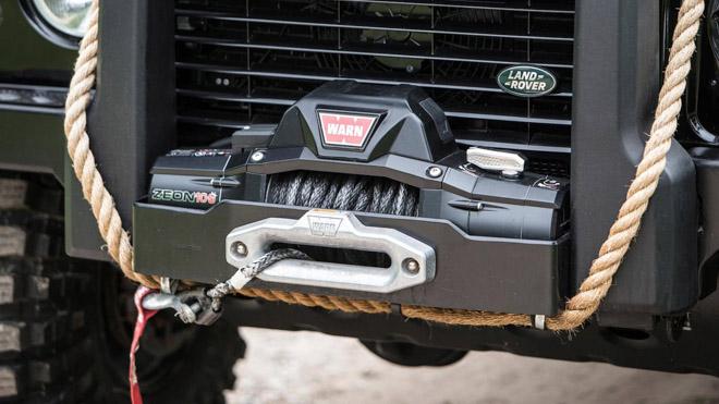 """Land Rover Defender trong phim """"Điệp Viên 007"""" sẽ được bán đấu giá - 13"""
