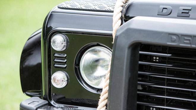 """Land Rover Defender trong phim """"Điệp Viên 007"""" sẽ được bán đấu giá - 12"""