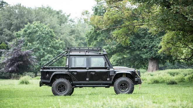 """Land Rover Defender trong phim """"Điệp Viên 007"""" sẽ được bán đấu giá - 3"""