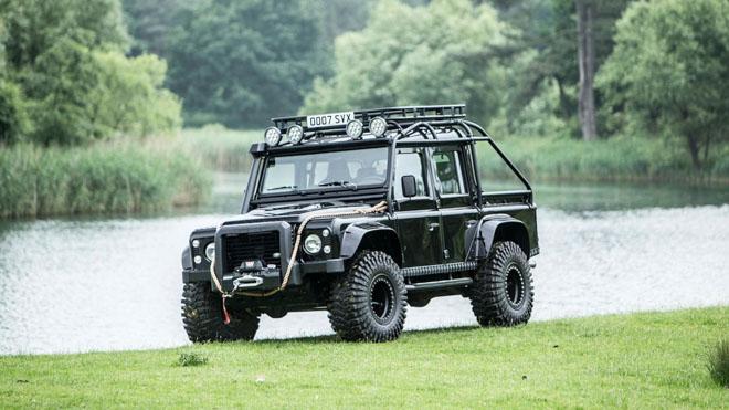 """Land Rover Defender trong phim """"Điệp Viên 007"""" sẽ được bán đấu giá - 1"""