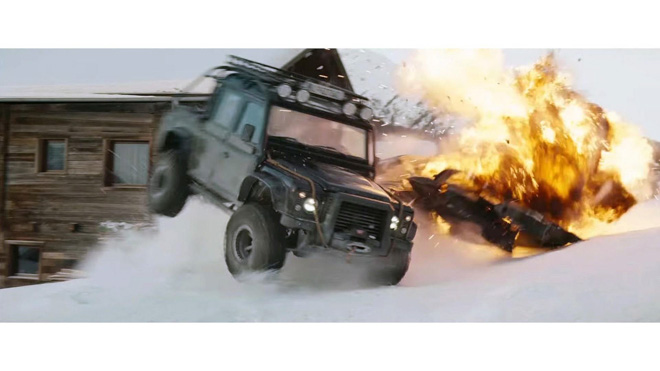 """Land Rover Defender trong phim """"Điệp Viên 007"""" sẽ được bán đấu giá - 10"""