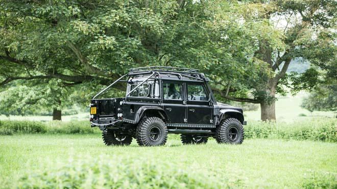 """Land Rover Defender trong phim """"Điệp Viên 007"""" sẽ được bán đấu giá - 11"""