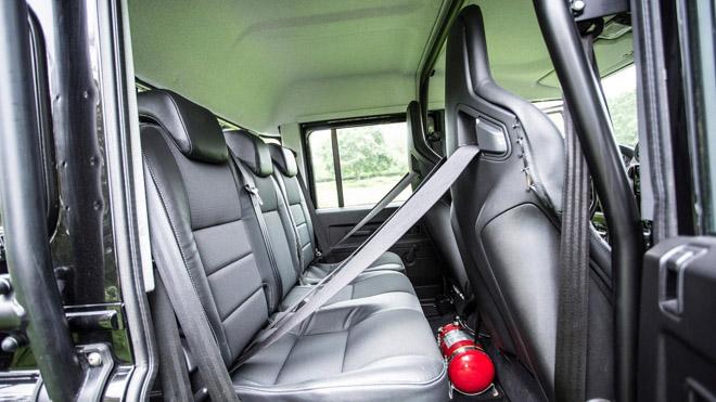 """Land Rover Defender trong phim """"Điệp Viên 007"""" sẽ được bán đấu giá - 16"""