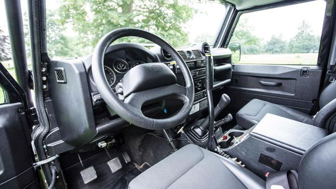 """Land Rover Defender trong phim """"Điệp Viên 007"""" sẽ được bán đấu giá - 15"""